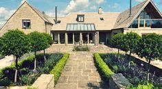 Large modern-build house | Outdoor planting area | Contemporary gardens | Oxford Garden Design