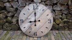 Tik tak old wood clock. Old Barn Wood, Old Watches, Wood Clocks, Cable, Handmade, Design, Home Decor, Vintage Watches, Cabo
