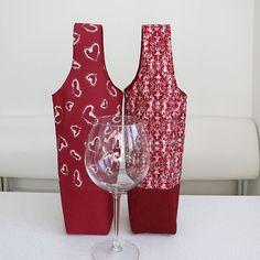 Wine Bottle Gift, Wine Bottle Covers, Bottle Bag, Wine Gifts, Bag Pattern Free, Sewing Patterns Free, Free Sewing, Christmas Sewing Patterns, Wallet Pattern