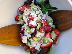 Chicken salad with strawberries, mixed greens, crumbled goat cheese, avocado & almonds, in a citrus vinaigrette - 6 Weight Watchers Freestyle SmartPoints! Ww Recipes, Salad Recipes, Goat Cheese Stuffed Chicken, Citrus Vinaigrette, Sliced Almonds, Greens Recipe, Honey Mustard, Chicken Salad, Caprese Salad
