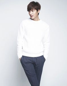 We had a deluge of pictures of Heirs' Kim Woo Bin, and it is now Lee Min Ho's turn :) Wink but don't blink! Asian Actors, Korean Actors, Korean Dramas, Lee Min Ho 2014, Lee Min Ho Kdrama, Lee Min Ho Photos, Crush Pics, Hallyu Star, Kdrama Actors