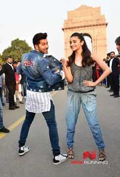 Varun Dhawan and Alia Bhatt promote their film Badrinath Ki Dulhania at India Gate