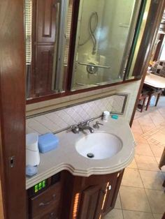 2007 Used Monaco Dynasty 43 PALACE III Class A in Florida FL.Recreational Vehicle, rv, Full wall slide, transferable extended warranty until 9/16, Automatic air leveling system, Macerator pump tank draining system, Aladdin monitoring system, Aqua Hot hydronic heating, Braziliam Cherry cabinetry, Corian countertops, Full pass through storage trays, Dish washer, Stacked W/D, Computer/printer desk, BR Ceiling fan, BR flat screen HDTV, LR Drop down HDTV, HD Satallite dish on roof, solar panel…