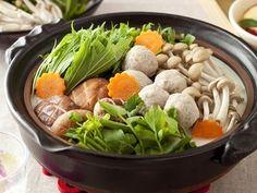 寒くなってきたら鍋の季節ですね。みんなが大好きな鍋をひと工夫して、もっと美味しく食べられるようなレシピです。定番から洋風、節約、ヘルシー、男子の胃袋をつかむ鍋……冷え込む日の夜は体が温まる鍋料理に決定です!