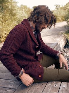 s lambswool sweaters online simons hot Mens Fashion Sweaters, Mens Fashion Suits, Mode Masculine, Cable Cardigan, Winter Outfits Men, Mens Clothing Styles, Dresser, Dress Casual, Casual Outfits