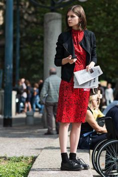 Street Style - bright red - monstylepin #fashion #streetstyle #outfit #red #print