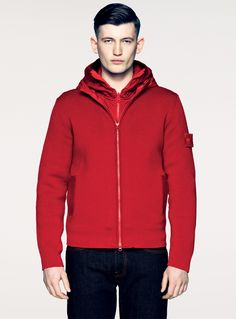 GHOST PIECE – PRESIDENT KNIT Ghost pieces are based on the concept of camouflage and are totally monochromatic. Even their Stone Island badges have been created in special monocolour versions to blend with the garment. Stone Island Hoodie, Stone Island Badge, Hooded Cardigan, Hooded Jacket, Outdoor Wear, Fashion Catalogue, Fashion Brands, Mens Fashion, Moda Masculina