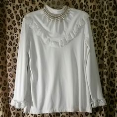 BEAUTIFUL VINTAGE top blouse like FREE PEOPLE ! Beautiful Vintage Clasdic. Buttons in back with beautiful lace details. Like Free People style for alot less! Tops Blouses