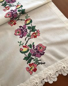 Elsa, Cross Stitch, Crochet Stitches, Needlepoint, Border Tiles, Punto Cruz, Flowers, Punto De Cruz, Cross Stitches