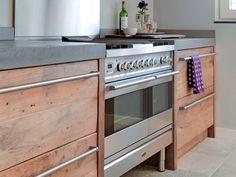 eiken keuken met rvs en beton