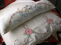 Vintage embroidery! Adoro!