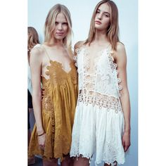 En backstage du défilé Chloé printemps-été 2015 http://www.vogue.fr/mode/inspirations/diaporama/fwpe2015-en-backstage-du-defile-chloe-printemps-ete-2015/20557/image/1096496#!3