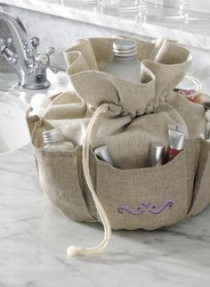 Beautiful totey bag - need one of these.clutter buster by Miriam Zeilmann Sewing Hacks, Sewing Crafts, Sewing Projects, Pencil Case Pouch, Grocery Bag Holder, Creation Couture, Wash Bags, Beautiful Crochet, Handmade Bags