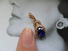 CatherineAves: - Триумф покупала специально под свою золотую цепочку, которую я умудрилась потерять, пока этот подвес ко мне доехал...
