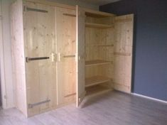 Diy Projects Using Pallets, Pallet Projects, Home Projects, Pallet Building, Homemade Furniture, Backyard Garden Design, Wardrobe Closet, Interior Barn Doors, Wardrobes