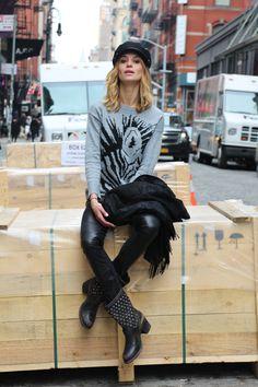 Esther Houston usa Loft747 Road of Dreams em NYC