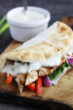 Easy Chicken Gyros & Tzatziki Sauce No need to double sauce if doubling sandwich, makes plenty of sauce I Love Food, Good Food, Yummy Food, Tasty, Food For Thought, Beste Burger, Mediterranean Diet Recipes, Food Dinners, Dinner Ideas