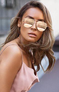 b9062c377f Quay X Desi High Key Mini Sunglasses Gold Zonnebrillen Vrouwen