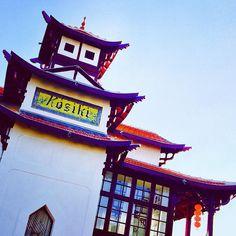 Folie royannaise...villa Kosiki 🏮🏮 l'orientalisme à Royan ✨ pagode bambou lanternes exotisme pour notre ballade du dernier jour 2016 #promenade#royan#quartierduparc#villa#1900#kosiki#architecture#original#unique#pagode#bambou#verriere#inspiration#folie#ihavethisthingwitharchitecture#art#rouge#belvedere#voiretetrevu#gout#orientalism#decoration#royantourisme#charentemaritime#nouvelleaquitaine#restezcurieux#openyoureyes#behappy 🍀