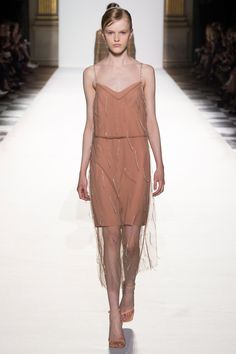 Dries Van Noten Spring 2018 Ready-to-Wear  Fashion Show - Hannah Motler