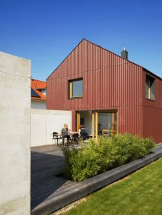 Image 7 of 14 from gallery of Haus BRU / SoHo Architektur. Courtesy of SoHo Architektur Soho, Shed Roof, House Roof, Roof Architecture, Residential Architecture, Contemporary Architecture, Cheap Sheds, Building Costs, Building Plans