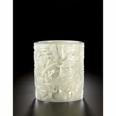 A FINELY CARVED WHITE JADE BRUSHPOT QING DYNASTY, QIANLONG PERIOD 13.6cm. chinese works of art ||| sotheby's hk0323lot5ngffen