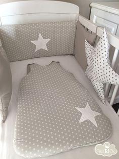 Jolie ensemble tour de lit et gigoteuse, Le tour de lit 60/120 ce compose d'un panneau 60/30 couleur lin petite étoiles blanche avec au milieu une grosse étoile blanche, de deux - 12573195
