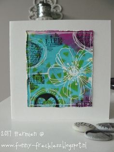 Painted an old bookpage with turkois paint and used a stencil and limegreen paint , the flower Stampendous) was embossed, the other stamp. Gelli Plate Printing, Diy Buttons, Plate Art, Some Cards, Distress Ink, Art Journals, Watercolor Flowers, I Card, Making Ideas