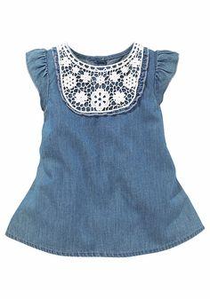 Klitzeklein Tunikakleid Passe vorn in Spitze mit Rüsche rund herum für 39,99€. Klitzeklein Kleid Chambré für süße Baby-Mädchen bei OTTO