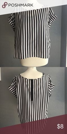 """Cute striped top sz 1x Top-047 Cute & Chic Black and White Vertical Lines Short Cuffed Sleeve High Low Loose Top with Black Accent Back Zipper Sz 1X Bust: 48"""" Front Length: 21"""" Back Length: 26"""" Pair with a bold skirt or pant or go extra chic with a black fitted mini. *Tag no longer attached. MSRP: $19.99 List: $10 Tops Blouses"""