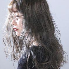 上田智久 福岡 天神さんのスナップ #ナチュラル #ヘアアレンジ #ロング #外国人風 #ふんわりウェーブ #アンニュイほの揺れヘア #秋の女っぽさ急上昇ヘア Permed Hairstyles, Girl Hairstyles, Shot Hair Styles, Long Hair Styles, Wavy Hair Perm, Korean Hair Color, Hair Arrange, Japanese Hairstyle, Model Face