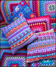 Beautiful crochet blanket and cushions from Planet Penny Love Crochet, Beautiful Crochet, Knit Crochet, Learn Crochet, Crochet Cushion Cover, Crochet Pillow, Crochet Squares, Crochet Granny, Granny Squares