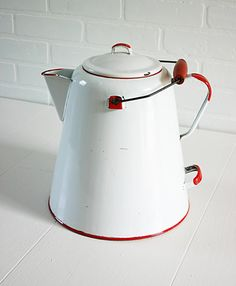 Vintage coffee pot .........wonder how many cups of coffee fits in there?