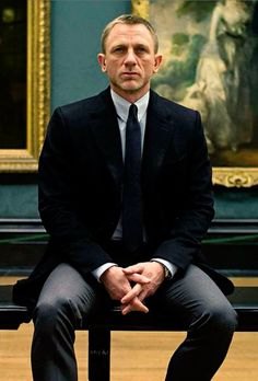 **Skyfall Daniel Craig, Javier Bardem, Judi Dench - Director: Sam Mendes - Bond and M have to deal with ghosts from their past as a conspiracy unfolds and threatens to destroy the organization. IMO, the best Bond film yet. James Bond Skyfall, James Bond Movies, Daniel Craig James Bond, Craig Bond, Daniel Craig Style, Daniel Craig Skyfall, Daniel Craig Suit, Style James Bond, James Bond Suit
