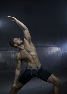 Afternoon eye candy: Hotties who are GREAT at yoga (33 photos) More inspiration at Bed and Breakfast Valencia Mindfulness Retreat Spain : http://www.valenciamindfulnessretreat.org