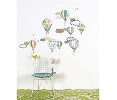 Skøn wallsticker med luftballon motiv fra Mimi Lou. Køb den online her.