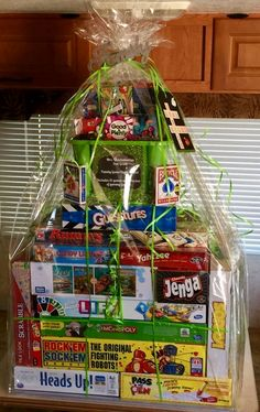 Fun Festive DIY Christmas Gift Basket Ideas - This Tiny Blue House Spread some holiday cheer with these festive and unique DIY Christmas baskets. Here are over 100 fun festive DIY Christmas gift basket ideas. Festival Diy, Diy Fest, Family Gift Baskets, Diy Gift Baskets, Basket Gift, Game Basket, Gift Baskets For Kids, Homemade Gift Baskets, Fundraiser Baskets