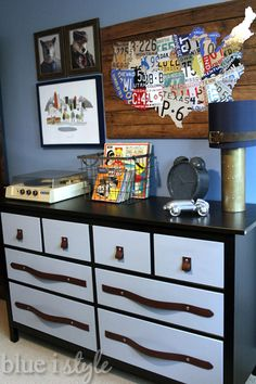 Decorate with my vintage record player and 45's--My Favourite Room over at Savvy Southern Style {and Friday's Fab Five} - The Happy Housie
