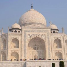 #mytajmemory 人生2度目のタージマハル 世界を旅していろんなモスクを見たおかげでこれがイスラム建築なんだと分かる 前回はたぶん気づかなかったと思う It's the second time to visit Taj Mahal and I realized this is Islamic construction. Good to know I have different knowledge and perspective by visiting there again. #backpacker#travel#instatravel#travelgram#India#Agra#Tajmahal#Nikon#D5300#世界一周#インド#アグラ#タージマハル#世界遺産 by nobu3112 #IncredibleIndia #tajmahal