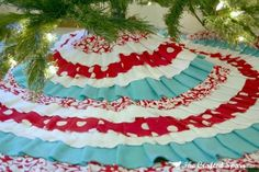 Turquoise and Red No-Sew Christmas Tree Skirt. Could easily make this for sewing. Would you like something like this @Rebecca McLaughlin ?