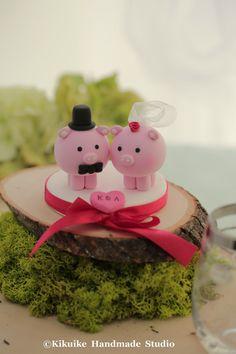 lovely pig and piggy Wedding Cake Topper por kikuike en Etsy
