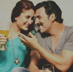 Teri meri kahaani - Gabbar is Back 2015 Kareena Kapoor Khan & Akshay Kumar Bollywood Quotes, Bollywood Couples, Bollywood Actors, Hindi Movie Song, Movie Songs, Hindi Movies, Indian Actresses, Actors & Actresses, Online Flower Delivery