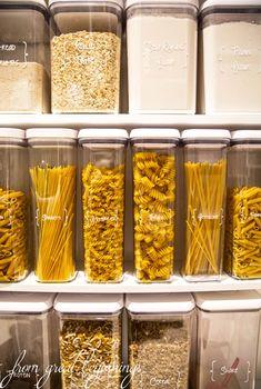 Küchenordnung Rangements et Organisation Storing Dry-Goods in your Pantry Kitchen Pantry Design, Diy Kitchen, Kitchen Decor, Kitchen Ideas, Smart Kitchen, Kitchen Sink, Rustic Kitchen, Unique Kitchen Gadgets, Kitchen Furniture