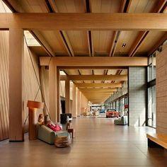 Coeur d'Alene Tribe Resort, em Worley, Idaho, USA. Projeto de Mithun Architects. #arquitetura #arte #art #artlover #design #architecturelover #instagood #instacool #instadesign #instadaily #projetocompartilhar #shareproject #davidguerra #arquiteturadavidguerra #arquiteturaedesign #instabestu #decor #architect #criative #photo #decoracion #madeira #aconchego #wood #coziness #resort #coeurdalene #idaho #usa #mithum