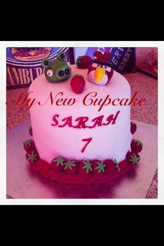 Rainbow cake pour l'anniversaire de Sarah thème fraise et Angry birds