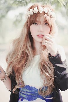 Korean ulzzang beauty looks feature natural and gorgeous makeup that emphasises glowing flawless skin, tinted lips, soft cheeks and doe-shaped eyes. Style Ulzzang, Ulzzang Fashion, Ulzzang Girl, Korean Ulzzang, Cute Asian Fashion, Look Fashion, Korean Fashion, Korean Beauty, Asian Beauty