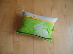 Kissenbezug Häschen grün von Schnickel und Schnackel auf DaWanda.com