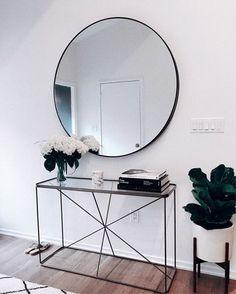 My Glowy Makeup Routine Glowy Makeup mirror . abovecouch Glowy makeup Mirror Routine - fix. Decoration Hall, Decoration Entree, Decorations, Interior Design Living Room, Living Room Decor, Bedroom Decor, Hallway Decorating, Entryway Decor, Foyer