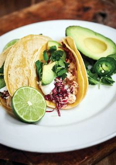 Our Best fish taco recipe from red lobster full menus that feature your favorite ingredients. Fish Taco Recipe With Slaw, Best Fish Taco Recipe, Fish Tacos With Cabbage, Fish Taco Sauce, Battered Fish, Beach Meals, Restaurant Recipes, Food To Make, Stuffed Peppers