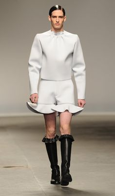 Crazy Fashion From the Men's Runway Shows Photo 1